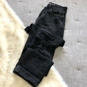 American eagle faded black distressed mom jean sz4